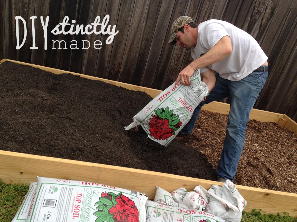 DIY Vegetable Garden   DIYstinctlyMade.com