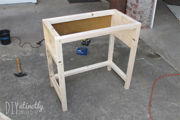 DIY Farmhouse Bedside Table |DIYstinctlyMade.com